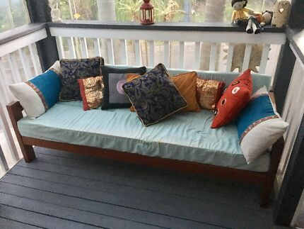 Wooden small daybed in great condition