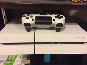 PS4 white edition + games+ 2 controllers + headset 360 OBO Kitchener / Waterloo Kitchener Area image 2
