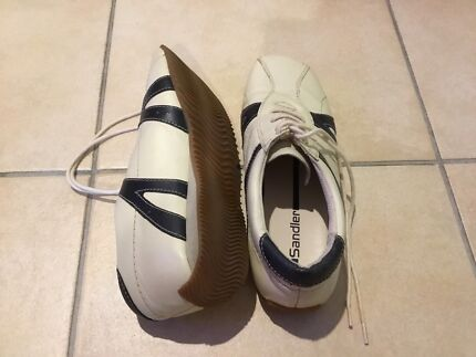 Women's Sandler lace up shoes size 7 in VGC