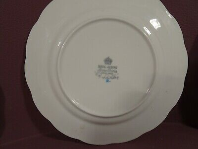 ***RARE***VINTAGE ROYAL ALBERT LILY OF THE VALLEY PATTERN, 17 PIECE PART TEA SET