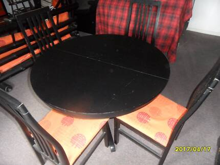 BLACK  DINING TABLE EXTENDABLE