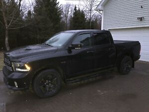 2015 Dodge Ram Crew Cab Sport 1500 Hemi - Factory Black Out