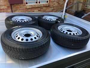 Toyota Hilux 4/4 tyres