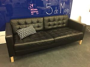 Comfortable and Stylish Leather Couch (Black)