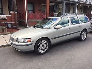 Volvo station wagon V70 T5 in great shape