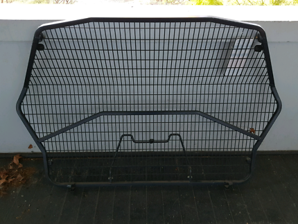 Commodore cargo barrier