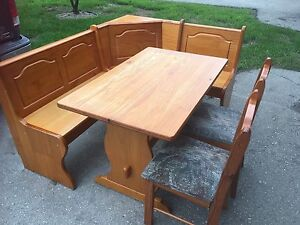 Solid wood corner kitchen table bench with 2 chairs