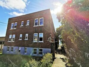 Spacious Updated 2 Bedroom unit for rent – Available Now on Oak