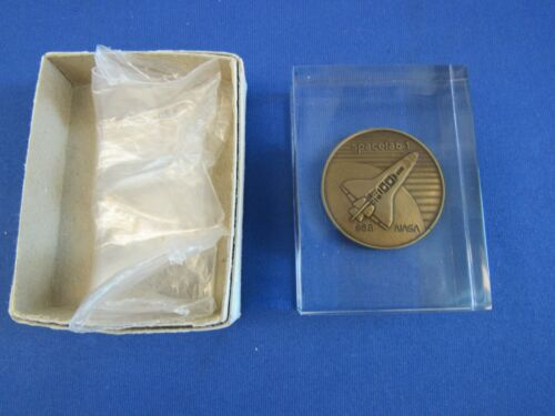 ESA SPACE LAB1 INTERNATIONAL GLASS PAPERWEIGHT COIN  NEW IN BOX NASA
