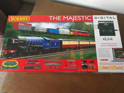Hornby The Magestic - Model Train with eLink