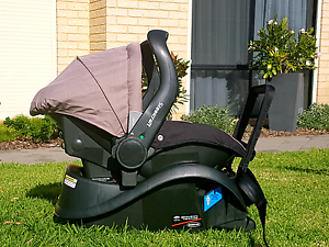 Steelcraft Baby Capsule and base. Nollamara Stirling Area Preview