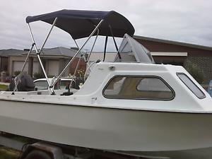 14 feet fiberglass boat Greenvale Hume Area Preview