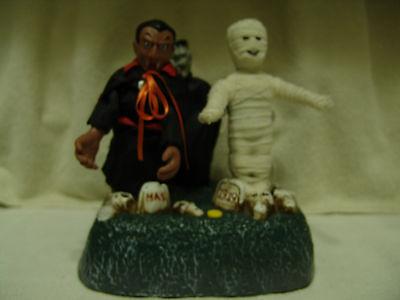 OLDER MOTION DRACULA, MUMMY, & FRANKENSTEIN GRAVE YARD DISPLAY W/SONG ](Mummy Halloween Song)