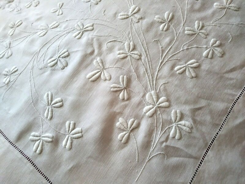 "Hand Embroidered Shamrock Design Irish White Hemstitched LinenTablecloth 82""×73"""