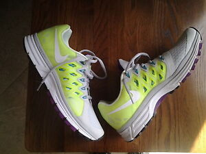 womens nike vomero 9 sneakers