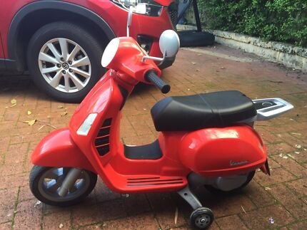 Ride on child's Vespa battery powered awesome Mount Lawley Stirling Area Preview