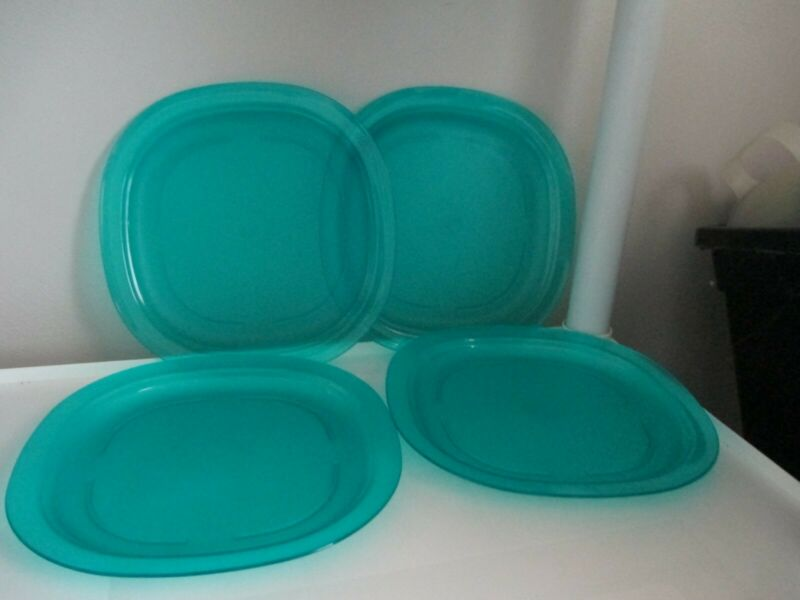 NEW SET OF 4 DEEP AQUA COLOR 9 1/2 IN TUPPERWARE MICROWAVE REHEATABLE PLATES