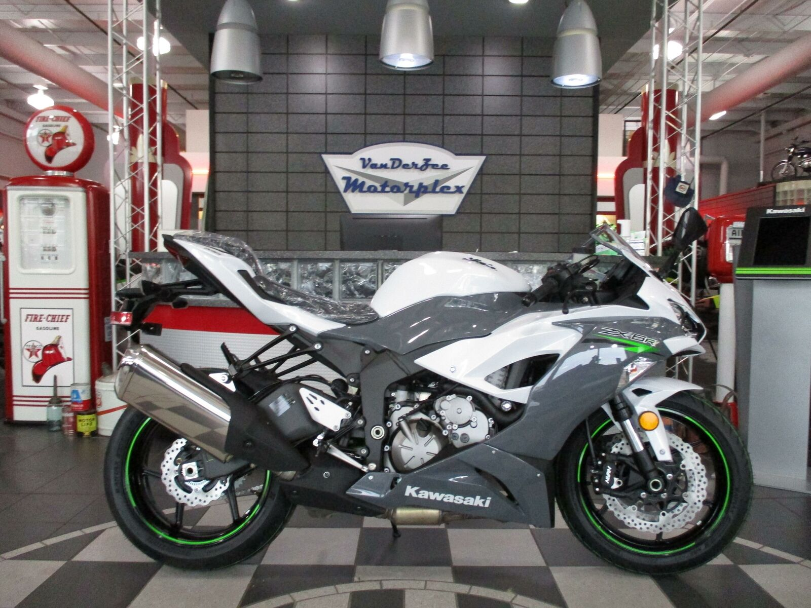 2021 Kawasaki ZX6R * JUST ARRIVED * CALL NOW * 3.99% LOCAL 60 Mo FIN * HURRY