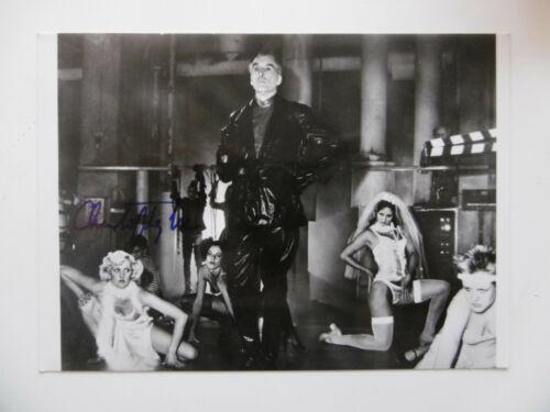 """Christopher Lee """"Captain Invincible"""" Autogramm signed 13x18 cm Bild s/w"""
