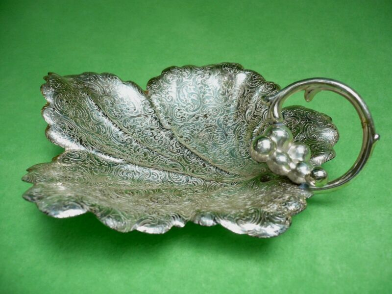 Vintage WB TRADE MARK silverplate LEAF DISH w/handle & beautiful filigree. Exc