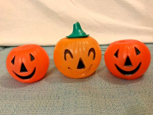 """Set of 3 Vintage 1960s Small Plastic Pumpkins Two 2"""" Blow Mold & 1 with Cap 3.5"""""""