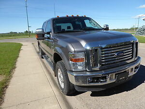 2010 Ford F-250 XLT super-duty Pickup Truck