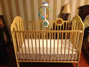 Wood Crib with Mattress - Excellent condition!