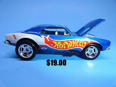 Hot Wheels Custom 1967 Chevrolet Camaro with Opening Hood and Rubber Tires
