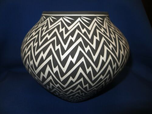 """ACOMA Hand Coiled Hand Made Monochrome Pottery Bowl Large 9"""" K. Victorino Signed"""