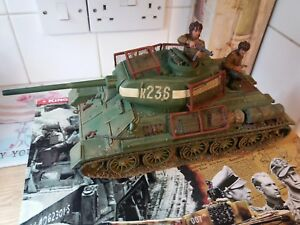 king and country .. FALL OF BERLIN ..T34/85 TANK AND 2 FIGURE SET ( RARE)