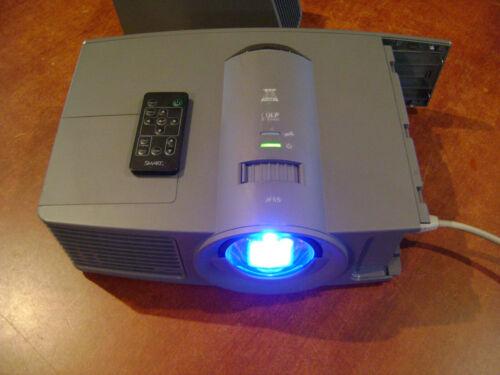 Smart UF65 Projector DLP 2000 lumens  Short Throw w/ remote wall mount/ARM