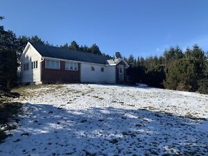2 BR, 2 bath bungalow minutes from Wolfville