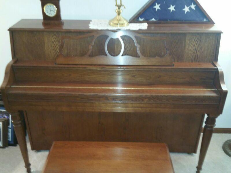 Piano, console piano.