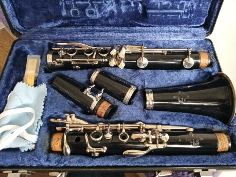 Refurbished Beautiful Buffet B12 Bb Clarinet in Very Good Condition With Case