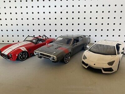 Lot of 3 - 1/24 SCALE DIECAST MODEL CARS 2 Jada And 1 Maisto