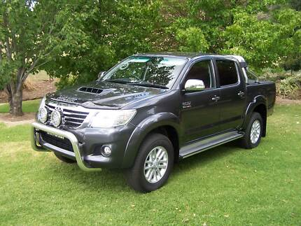 2015 Toyota Hilux SR5 4WD 5 speed automatic, diesel, d/cab ute.