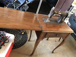 White VINTAGE sewing machine & wood cabinet