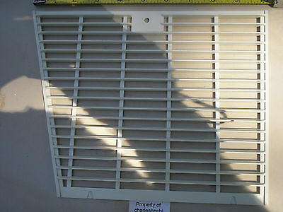 Jet Spray Right Side Grill For Tj3 Refrigerated Beverage Dispenser Used Good
