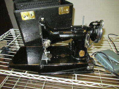 SINGER 221 Featherweight Sewing Machine - 1935 # AD944788 & case