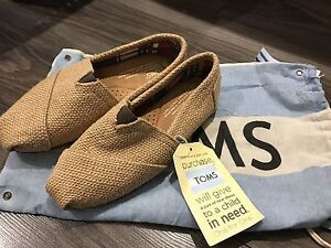 TOMS shoes brand new with tag souliers neuf size 5