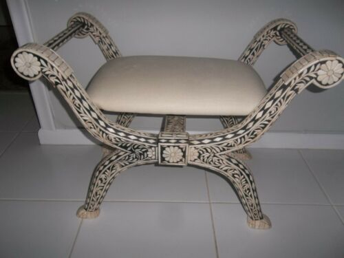 Settee/bench in black and white