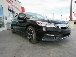 2016 Honda Accord Touring V6* Navi, Sunroof, Leather*