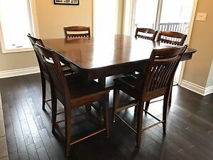 Dining room table with 6 Pub chairs