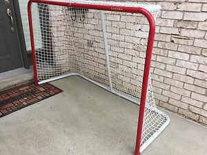 Street hockey net, large, no holes, great condition