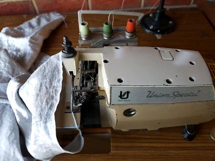 Sewing machine overlocker.