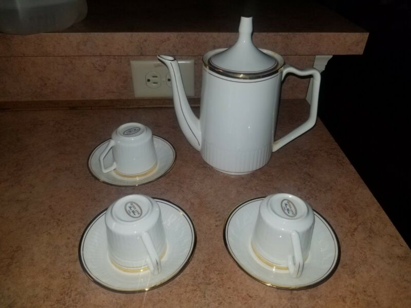 Queen Anne Bone China Tea Pot Sets, Cups & Saucers White Gold