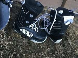 Junior board with boots sz 6