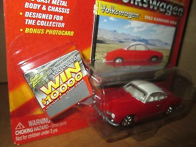 Johnny Lightning  Volkswagen carman ghia 1964  VW 1:64  red w/ white roof