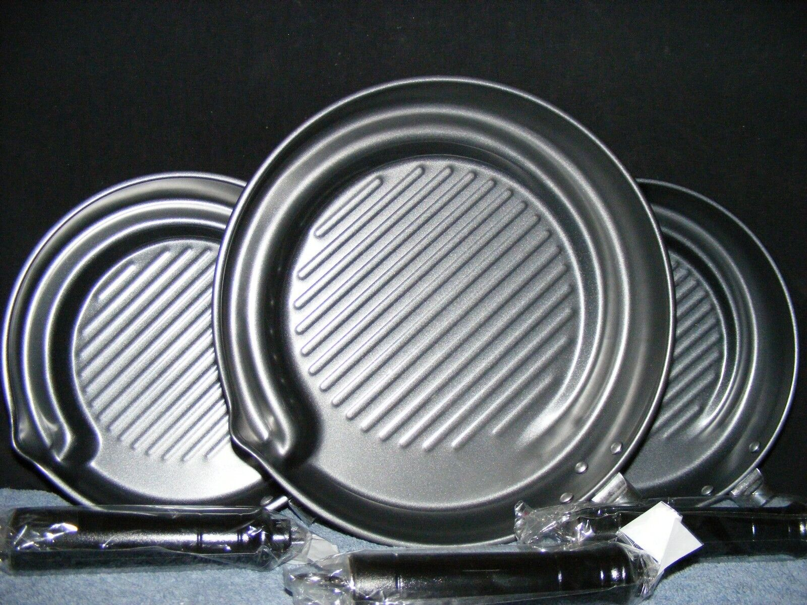 Set of 3 Kitchenrite Ribbed Grill Pans with Removable Handle