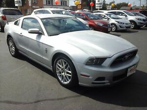 2013 FORD MUSTANG PREMIUM- LEATHER HEATED SEATS, BACKUP SENSOR,